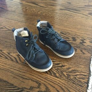 Toddler size 9 gap boots